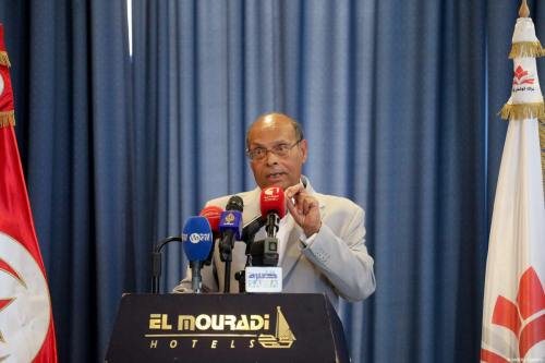 El presidente de Túnez amenaza a Moncef Marzouki con prohibirle…