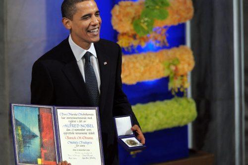 Tres premios Nobel de la Paz para tres personas indignas