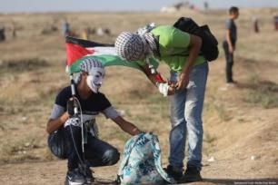 Pelo menos 74 palestinos foram feridos pelas forças israelenses, enquanto participavam do 66º protesto consecutivo da Marcha de Retorno na barreira Gaza-Israel, em 12 de julho de 2019 [Mohammed Asad/ Monitor do Oriente Médio]