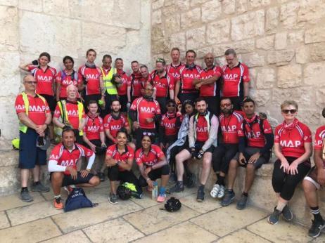 A equipe do Ciclo Palestina, que pedalou 240 km na Cisjordânia, em ajuda médica do Reio Unido para palestinos. Foto tirada entre 16 e 22 de setembro de 2019 [imagem cedida - Ciclo Paledstina]