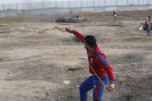 Palestinos se juntam na área da cerca de separação para a Grande Marcha do Retorno, em 8 de novembro de 2019 [Mohammed Asad/Monitor do Oriente Médio]