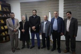 Médicos de Gaza posam para uma foto em reunião sobre os últimos avanços da pandemia de coronavírus, na Faixa de Gaza, 21 de março de 2020 [Mohammed Asad/Monitor do Oriente Médio]