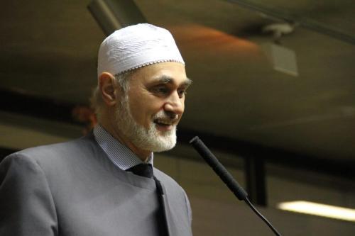 Sheik Jihad Hammadeh em cerimônia inter-religiosa de encerramento de ano no Plenário Paulo Planet Buarque do Tribunal de Contas do Município de São Paulo . Em 23 de dezembro de 2019. [TCMSP]