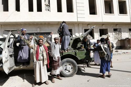 Houthis tomam medidas de segurança em Sanaa, Iêmen [Abdullah Homran / Agência Anadolu]