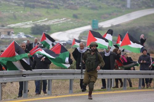 Palestinos protestam contra o plano de paz do presidente dos EUA Donald Trump no vale do Jordão, na Cisjordânia, em 29 de janeiro de 2020 [Issam Rimawi /Agência Anadolu]