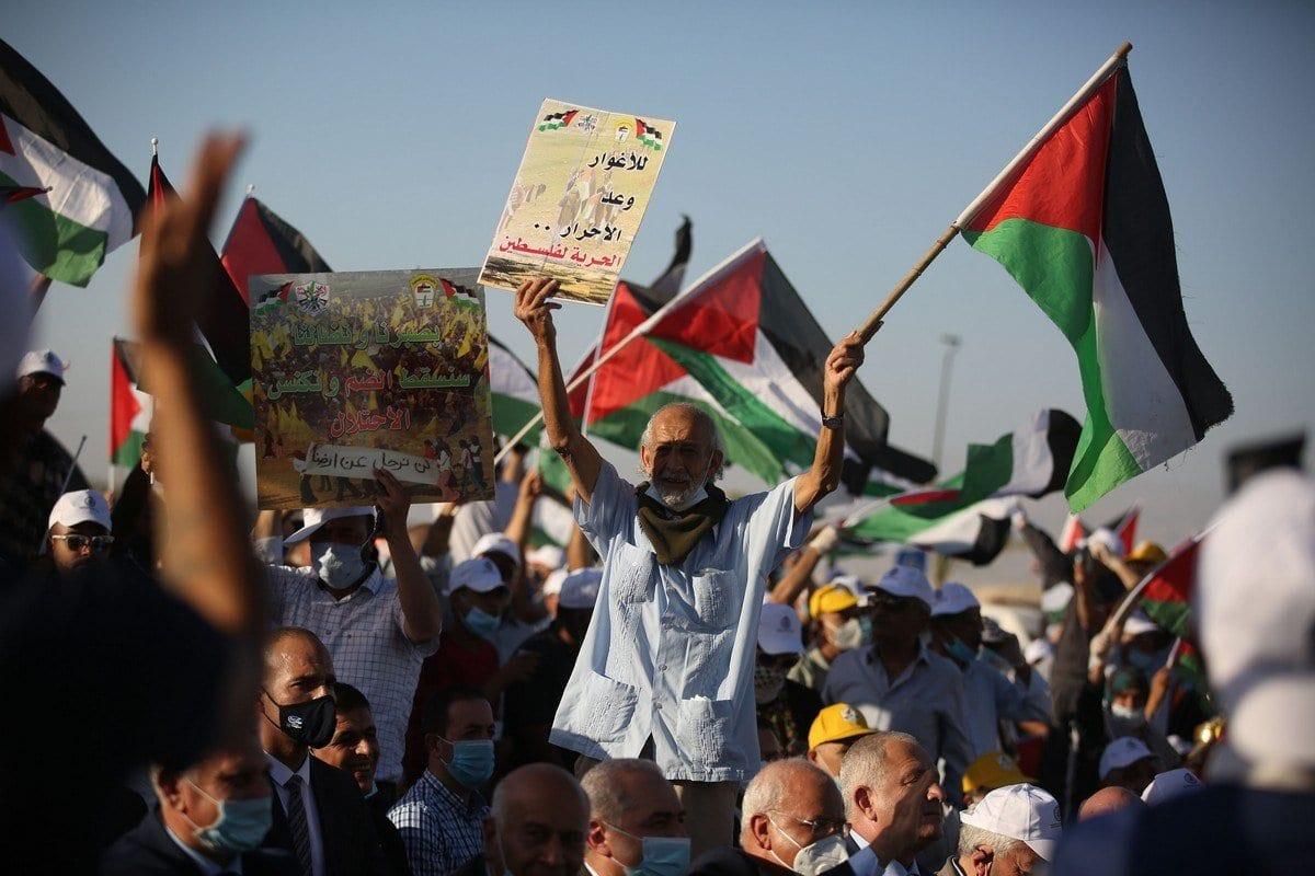 Palestinos protestam contra os planos de anexação israelense da Cisjordânia ocupada, em 22 de junho de 2020 [Issam Rimawi/Agência Anadolu]