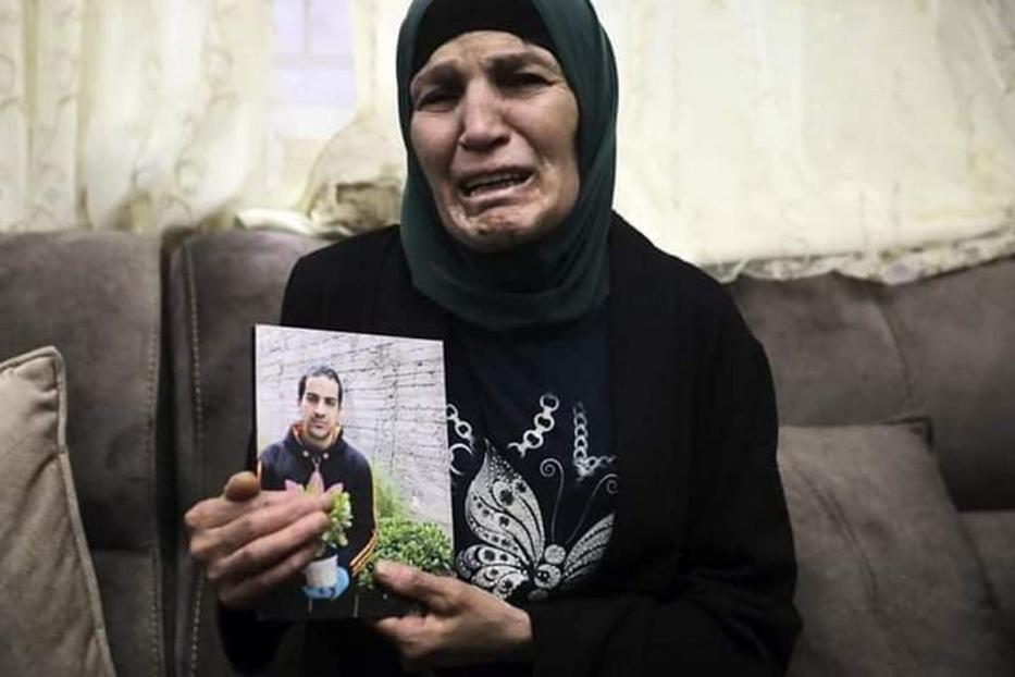Mãe de Eyad Hallaq, um palestino autista que foi morto pelas forças israelenses em Jerusalém em 30 de maio de 2020 [Nós não somos Números/#Gaza / Twitter]