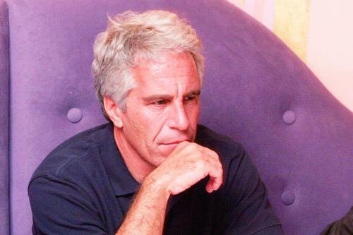 Bilionário americano Jeffrey Epstein, preso por tráfico sexual de menores em âmbito internacional [Twitter]