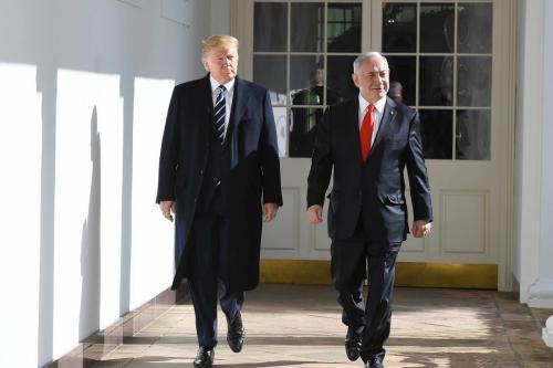 Presidente dos Estados Unidos Donald Trump e Primeiro-Ministro de Israel Benjamin Netanyahu na Casa Branca, em Washington DC, 27 de janeiro de 2020 [Kobi Gideon/GPO/Agência Anadolu]