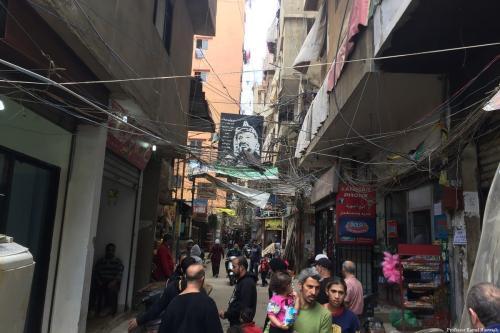 Rua em um campo de refugiados palestinos em Beirute, Líbano [Professor Kamel Hawwash]