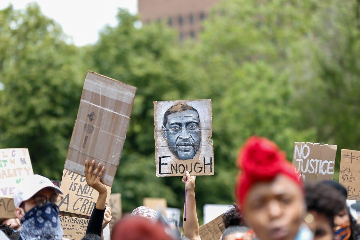 Protestos contra o assassinato de George Floyd, homem negro morto asfixiado por um policial branco em Minneapolis, Estados Unidos, 2 de junho de 2020 [Tayfun Coskun/Agência Anadolu]