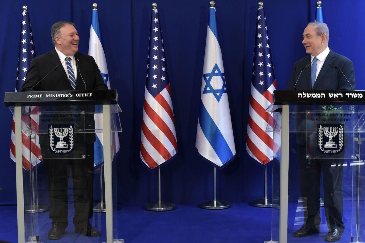 Secretário de Estado dos Estados Unidos Mike Pompeo realiza coletiva de imprensa com o Primeiro-Ministro de Israel Benjamin Netanyahu, em sua primeira viagem oficial após declaração da pandemia do coronavírus, em Jerusalém, 13 de maio de 2020 [Kobi Gideon/GPO/Agência Anadolu]