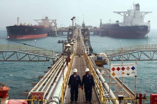Navios petroleiros são carregados na costa do Terminal de Al Basrah (ABOT), no Iraque [foto de arquivo]