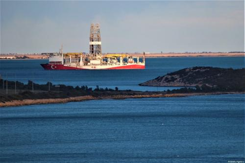 Navio de perfuração de petróleo Fatih é visto ancorado no Porto de Tasucu, distrito de Silifike, em Mersin, Turquia, 1° de fevereiro de 2020 [Mustafa Ünal Uysal/Agência Anadolu]