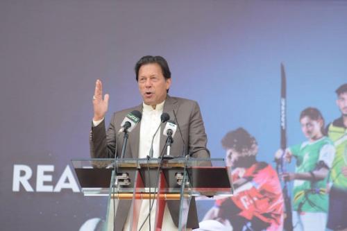 Primeiro-Ministro do Paquistão Imran Khan, em Peshawar, Paquistão, 9 de março de 2020 [Hussain Ali/Agência Anadolu]