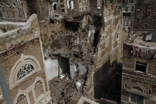 Edifício histórico destruído após tempestade em Sanaa, capital do Iêmen, 6 de agosto de 2020 [Mohammed Hamoud/Agência Anadolu]