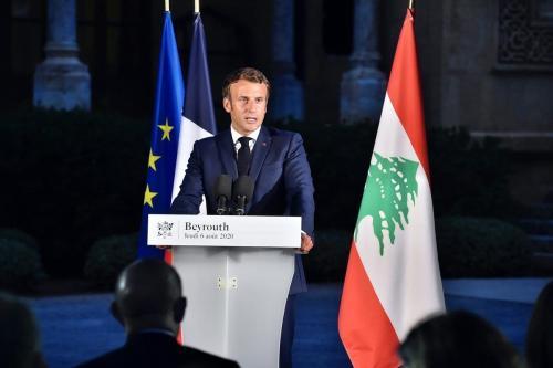 Presidente da França Emmanuel Macron em coletiva de imprensa na embaixada francesa em Beirute, Líbano, 6 de agosto de 2020 [Presidência do Líbano/Agência Anadolu]