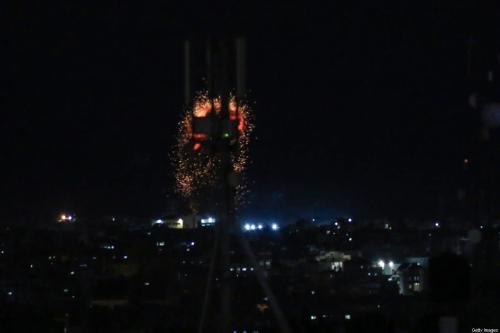 Bola de fogo após ataque aéreo israelense em Rafah, sul da Faixa de Gaza, 3 de agosto de 2020 [Sair Khatib/Getty Images]