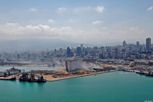 Vista aérea do enorme dano ao grande silo de grãos de Beirute e arredores, um dia após mega-explosão que destruiu o porto da capital libanesa, resultando em quase 200 mortos e milhares de feridos, 5 de agosto de 2020 [AFP/Getty Images]