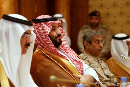 Mohammed bin Salman, príncipe herdeiro e governante de fato da Arábia Saudita, encontra-se com o Secretária da Defesa dos Estados Unidos e com o conselheiro adjunto de Segurança Nacional da Casa Branca, em Riad, capital saudita, 19 de abril de 2017 [Jonathan Ernst/AFP/Getty Images]