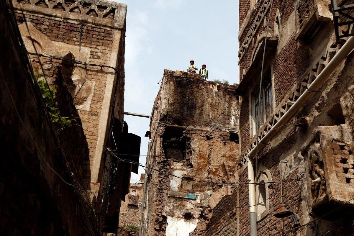 Edifícios históricos destruídos após fortes chuvas em Sanaa, Iêmen, em 6 de agosto de 2020 [Mohammed Hamoud / Anadolu Agência]