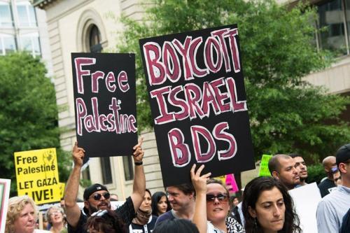 Manifestantes em apoio ao movimento de Boicote, Desinvestimento e Sanções (BDS) contra a ocupação de Israel sobre terras palestinas [Twitter]
