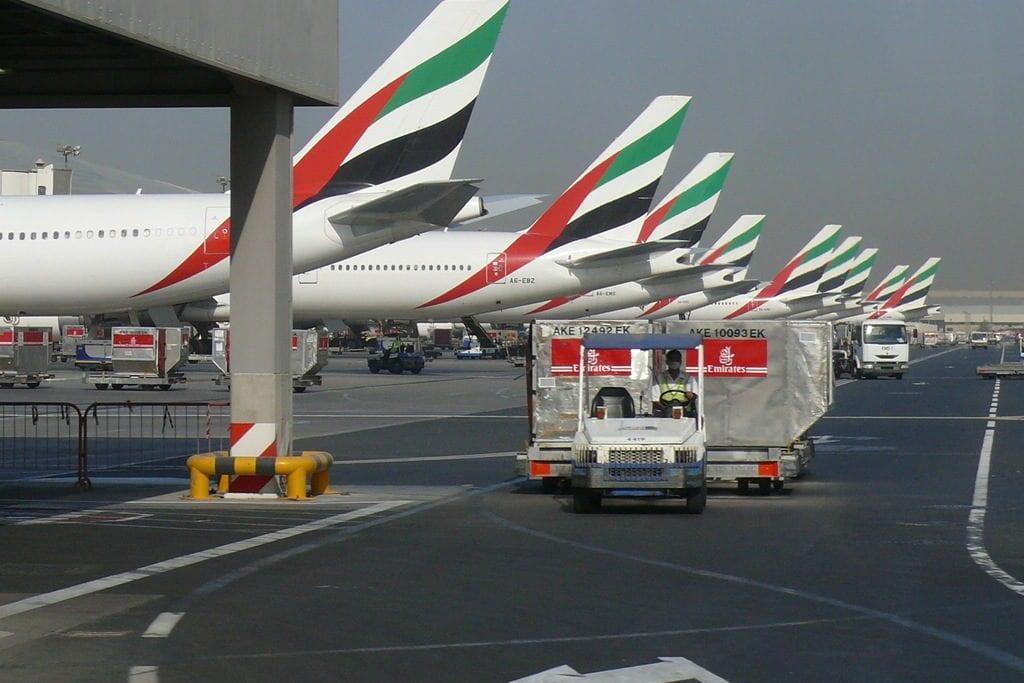 Aviões da Emirates Airline no Aeroporto Internacional de Dubai, Emirados Árabes Unidos, 23 de setembro de 2007 [Imre Solt/Wikipedia]