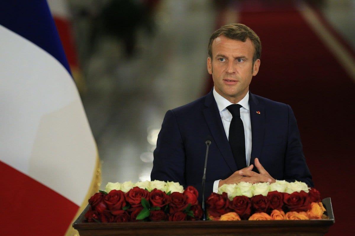O presidente francês Emmanuel Macron fala durante uma conferência de imprensa conjunta realizada com o presidente iraquiano Barham Salih (não visto) em Bagdá, Iraque em 02 de setembro de 2020 [Murtadha Al-Sudani - Agência Anadolu]