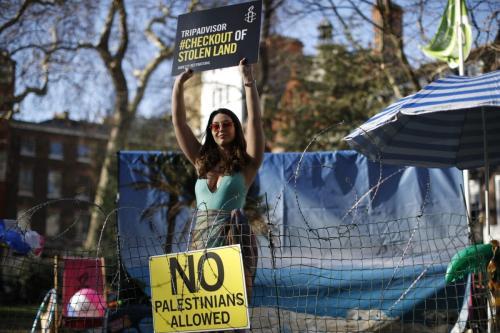 Anistia Internacional realiza protesto em frente à sede britânica da companhia Tripadvisor, em Londres, Reino Unido, 30 de janeiro de 2019 [Tolga Akmen/AFP/Getty Images]