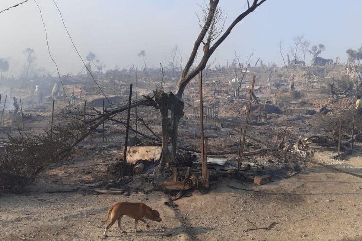O campo de refugiados de Moria, na Grécia, em Lesbos foi totalmente destruído por incêndios em 8 de setembro de 2020 [g_christides/ Twitter ]