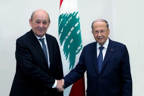 Presidente do Líbano Michel Aoun e Ministro de Relações Exteriores da França Jean-Yves Le Drian no Palácio Baabda, em Beirute, Líbano, 23 de julho de 2020 [Presidência do Líbano/Agência Anadolu]