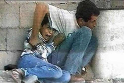 O assassinato de Muhammad al-Durrah ocorreu na Faixa de Gaza em 30 de setembro de 2000, no segundo dia da Segunda Intifada, durante tumultos generalizados nos territórios palestinos.