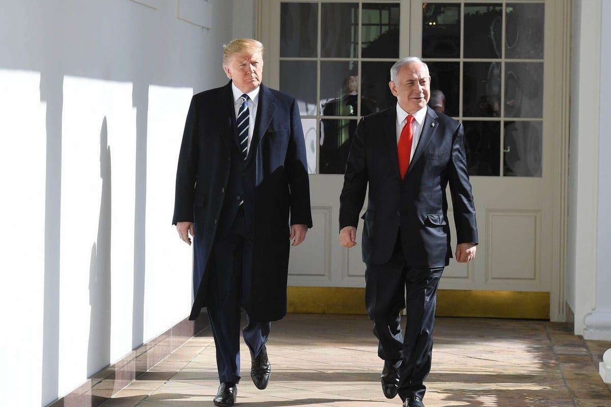O presidente dos EUA Donald Trump (esq.) e o primeiro-ministro israelense Benjamin Netanyahu (R) na Casa Branca em 27 de janeiro de 2020 em Washington, DC [Kobi Gideon / GPO / Agência Anadolu]
