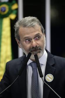 Ualid discursa na seção especial no Senado, alusiva aos 40 anos de relações diplomáticas entre Brasil e Palestina – [Foto arquivo pessoal]