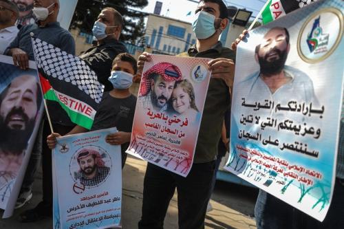 Manifestação em Gaza para apoiar Maher Al-Akhras, um prisioneiro palestino em greve de fome em 23 de outubro de 2020 [Ali Jadallah / Agência Anadolu]