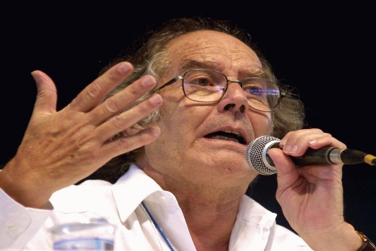 Adolfo Pérez Esquivel, Prêmio Nobel da Paz, durante participação no Fórum Social Mundial, em 2003, em Porto Alegre. [Marcel Casal Jr/ Agência Brasil/Wikipedia]