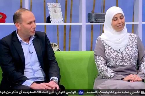 Captura de tela de Nizar Tamimi e sua esposa Ahlam na TV Jordaniana [@ FrimetRoth / Twitter]
