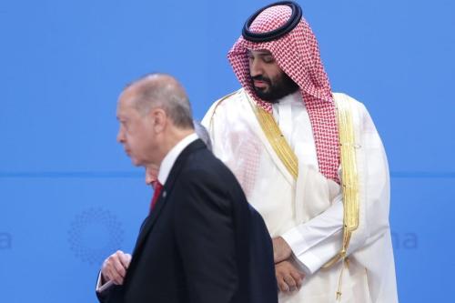 Mohammad bin Salman, príncipe herdeiro e governante de fato da Arábia Saudita, e Presidente da Turquia Recep Tayyip Erdogan, durante foto de abertura da Cúpula do G20, em Costa Salguero, Buenos Aires, Argentina, 30 de novembro de 2018 [Daniel Jayo/Getty Images]