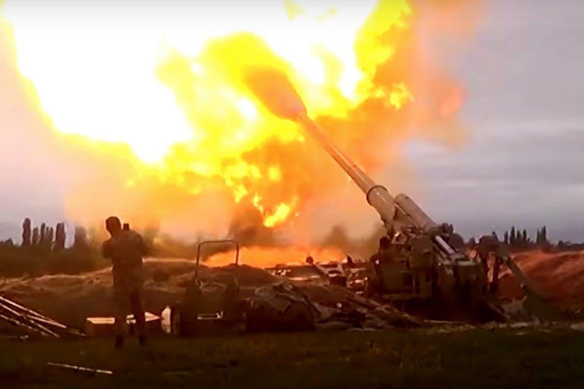A imagem compartilhada pelo Ministério da Defesa do Azerbaijão mostra o exército lançando um contra-fogo e uma operação avançada depois que a Armênia violou o cessar-fogo, em 28 de setembro de 2020. [Ministério da Defesa AZE - Agência Anadolu]