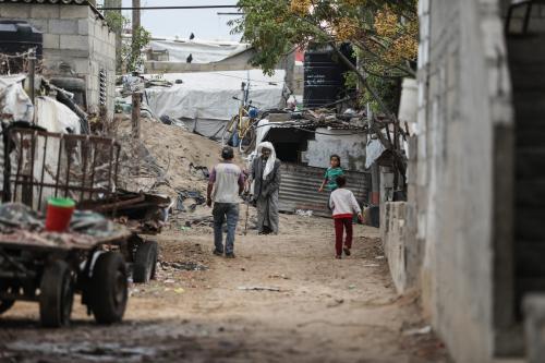 Tendas provisórias abrigam famílias, no início do inverno no Hemisfério Norte, no bairro de Ez-Zeitoun, Cidade de Gaza, 5 de novembro de 2020 [Mustafa Hassona/Agência Anadolu]