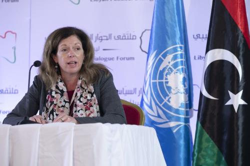A Representante Especial Adjunta da ONU para Assuntos Políticos na Líbia, Stephanie Williams, dá uma entrevista coletiva no Fórum de Diálogo Político da Líbia em Túnis, Tunísia, em 12 de novembro de 2020 [Yassine Gaidi - Agência Anadolu]