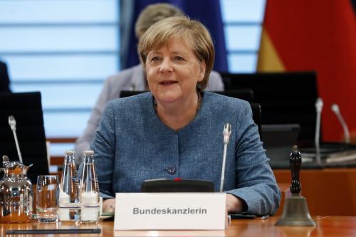 A chanceler alemã Angela Merkel sorri durante uma reunião de gabinete na chancelaria alemã em 12 de agosto de 2020 em Berlim, Alemanha [Felipe Trueba / Pool / Getty Images]