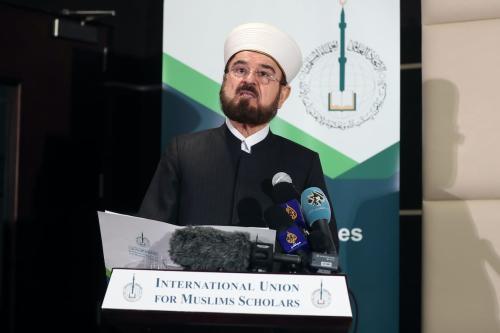 Ali Moheiddin al-Qaradaghi, secretário-geral da União Internacional de Sábios Islâmicos (IUMS), durante coletiva de imprensa em Doha, capital do Catar, 1° de dezembro de 2017 [Karim Jaafar/AFP/Getty Images]