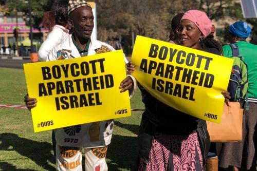Manifestantes em Joanesburgo, África do Sul, pedem boicote a Israel. Em 31 de maio de 2019 [Serviço de Notícias Afro-Palestinas]