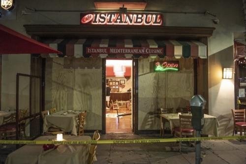 Restaurante turco 'Istanbul Café' foi supostamente atacado por um grupo armênio em Los Angeles, Califórnia [Serdar Kilic/Twitter]