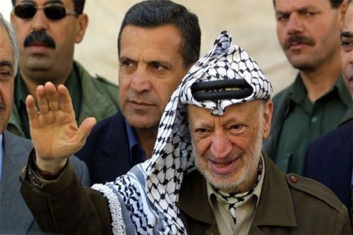 Palestinos reúnem-se no local onde Yasser Arafat está enterrado, no 14° aniversário de sua morte, em Ramallah, Cisjordânia ocupada, 11 de novembro de 2018 [Issam Rimawi/Agência Anadolu]