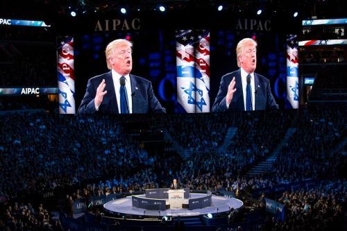 O presidente dos EUA, Donald Trump, falando em uma conferência do AIPAC, Washington DC, 21 de março de 2016 [Lorie Shaull / Flickr]