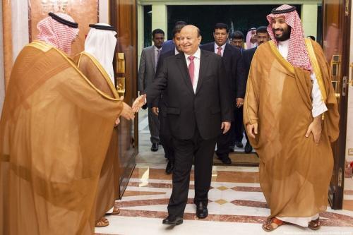 Presidente do Iêmen Abd-Rabbu Mansour Hadi (à esquerda), ao lado de Mohammed Bin Salman, príncipe herdeiro saudita, em Jeddah, Arábia Saudita, 31 de maio de 2018 [Bandar Algaloud/Agência Anadolu]