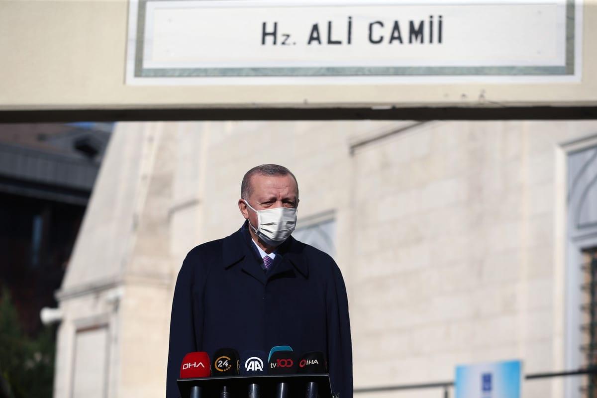 O presidente turco, Recept Tayyip Erdogan, em Istambul, Turquia, em 27 de novembro de 2020. [Arif Hüdaverdi Yaman/Agência Anadolu]