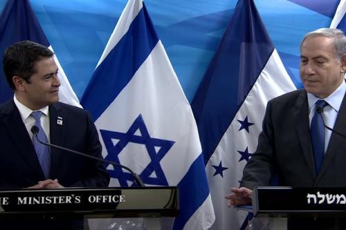 O primeiro-ministro israelense Benjamin Netanyahu e o presidente hondurenho Juan Orlando Hernández em Jerusalém em 29 de outubro de 20150 [ Youtube]